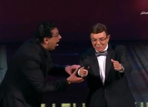 """وصلة ضحك بين سمير صبري وماجد الكدواني أثناء تقديم """"القاهرة السينمائي"""""""
