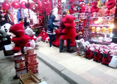 """منها """"دباديب عيد الحب"""".. حي وسط إسكندرية يزيل التعديات على الطريق"""