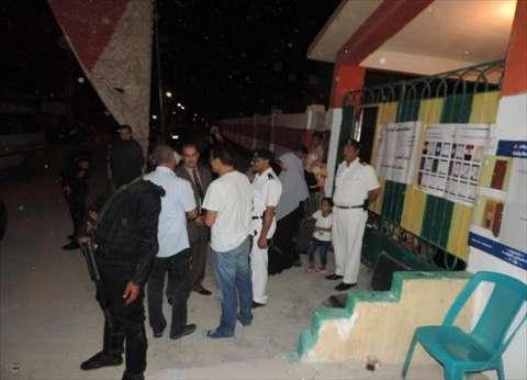 مندوبو مرشحين يوجهون الناخبين بالقنايات في الشرقية