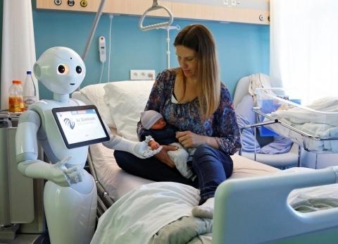 دراسات عالمية: الروبوتات لن تحل محل البشر والتطور الإلكترونى سيخلق وظائف كثيرة