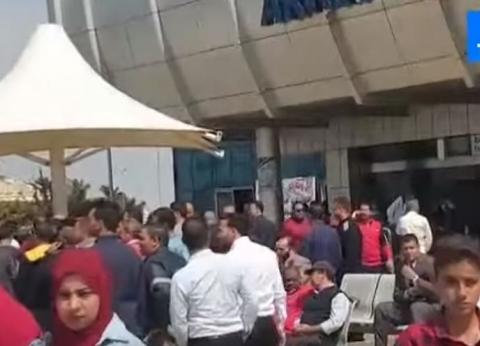 بالفيديو| زحام داخل مطار القاهرة للمشاركة في الاستفتاء