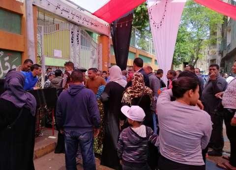 """إقبال كبير على """"المهن التعليمية"""" بالقاهرة للمشاركة في الاستفتاء"""