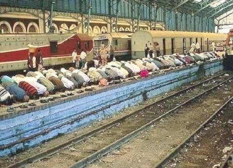 بالصور| حقيقية الصورة المتداولة للمصلين داخل محطة مصر