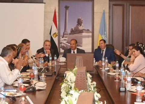 محافظ الإسكندرية يكلف السكرتير العام بتفقد تطوير طريق محور التعمير