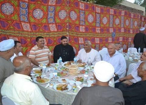 كنيسة الملاك ميخائيل تنظم إفطارا جماعيا بالأقصر