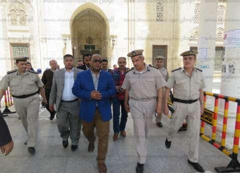 بالصور| مدير أمن الغربية يتفقد خدمات تأمين المسجد الأحمدي