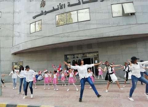 """""""طلائع الأنفوشي"""" تؤدي رقصة الاستفتاء على كورنيش الإسكندرية"""