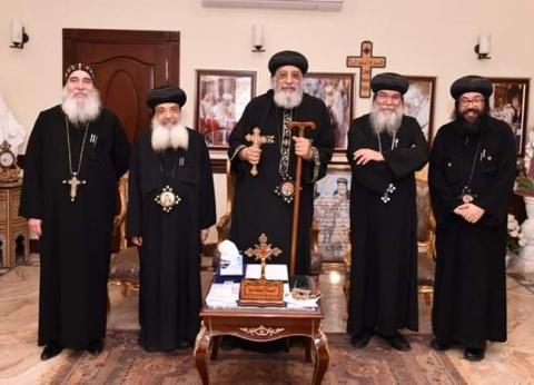 البابا يستقبل الأنبا مكاريوس ويترك مصير إيبارشية المنيا للمجمع المقدس