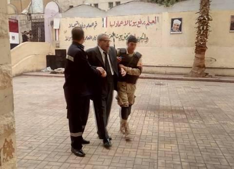 قوات الجيش والشرطة يواصلون مساندة المسنين والمرضى للإدلاء بأصواتهم