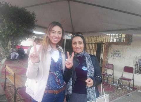"""""""ماجدة وإيمان"""".. صديقتان في المنزل واللجنة: انزلوا عشان حق الشهيد"""