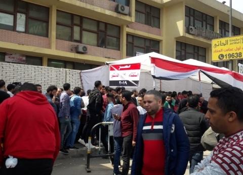 إقبال كثيف من الشباب على الاستفتاء بلجان مدينة نصر
