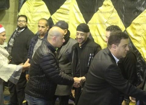 بالصور| ريكو وأمينة وحجاج عبد العظيم يصلون عزاء والدة عصام كاريكا