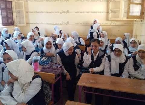 محافظ الغربية يتفقد عددا من المدارس.. ويؤكد: تسليم الكتب بدون مصروفات