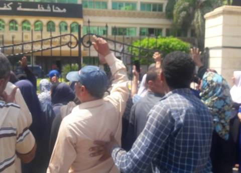 المعلمون المؤقتون بكفر الشيخ يحتجون لصرف مستحقاتهم والتثبيت
