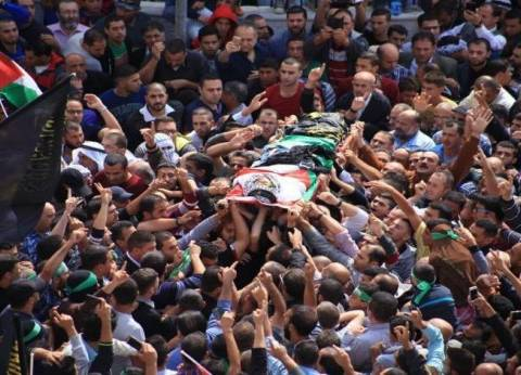 """تشييع جثمان شهيد برصاص إسرائيلي قرب حدود غزة في """"يوم الأرض"""""""