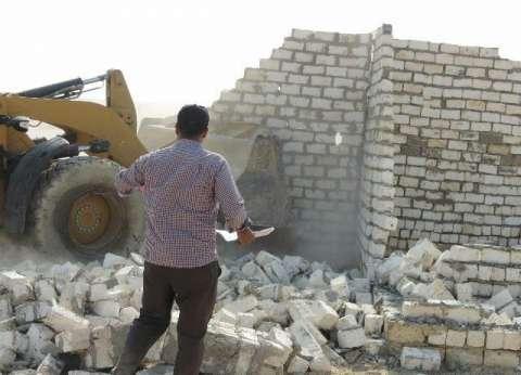 إزالة 4 منازل و12 غرفة ومحلين و8 جلسات مقامة على أراضي الدولة بمطروح