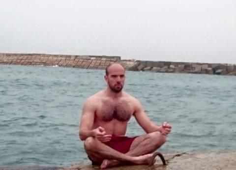"""""""لو ده جنان"""".. محمود يحصل على إجازة من عمله بسبب """"المطر"""" فيقرر """"نزول البحر"""""""