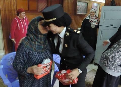 بالصور| ضباط مديرية أمن كفر الشيخ يوزعون الهدايا على رواد دار الوفاء للمسنين