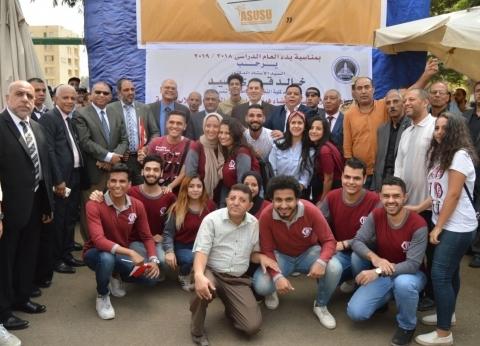 برفع وتحية العلم.. بدء العام الدراسي في جامعة عين شمس