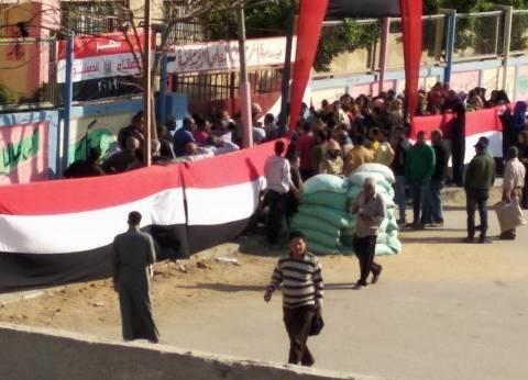 """من المصنع إلى اللجنة.. عمال السلام شاركوا في الاستفتاء بـ""""هدوم الشغل"""""""