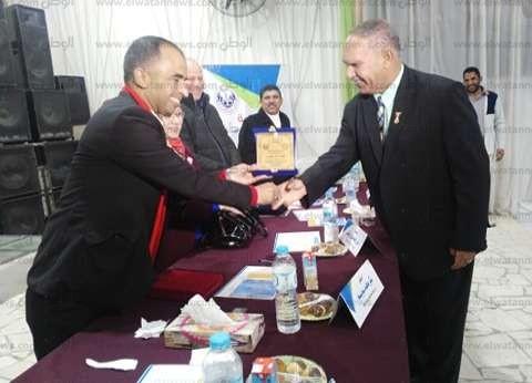 """تكريم خريجي """"الفارابي"""" الثانوية في مدينة الشيخ زويد"""