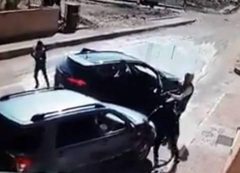 بالفيديو| القصة الكاملة لمحاولة السطو المسلح على سيارة ملاكي في حدائق الأهرام