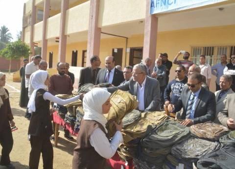 المنيا: النساء ينافسن الرجال فى التبرع بـ«أراضٍ وحقائب مدرسية»