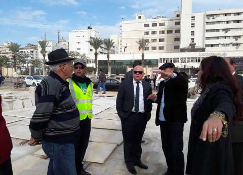 محافظ بورسعيد يتفقد أعمال تطوير حديقة المسلة وساحة الشهداء