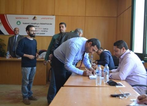 إقبال كبير من العاملين على لجنة الاستفتاء بمدينة الإنتاج الإعلامي