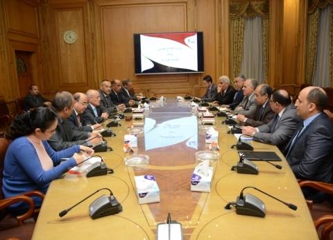 الحكومة تبدأ تنفيذ توجيهات الرئيس لتحقيق نهضة زراعية شاملة باجتماع ثلاثى بين «الإنتاج الحربى والزراعة والرى»