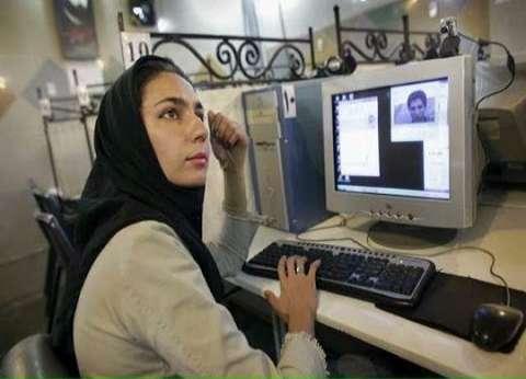 إيران تشن حملة على عارضات أزياء ينشرن صورهن من دون حجاب على الإنترنت