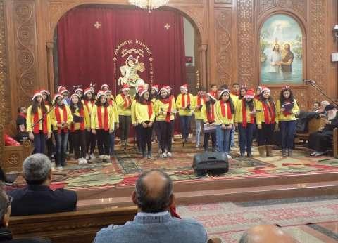 بالصور  بابا نويل يحتفل برأس السنة في كنائس الفيوم