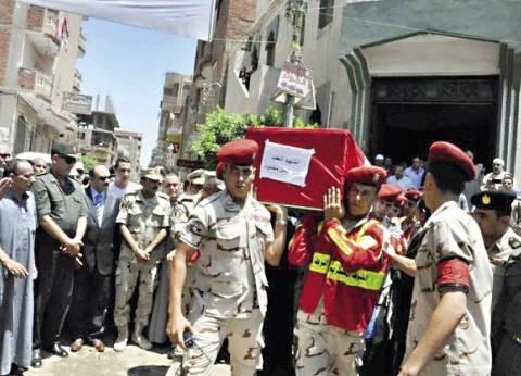محافظ الغربية يشارك في تشييع جثمان شهيد الإرهاب بسيناء في قرية صفط تراب بالغربية