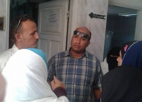 """أهالي قرية في ديروط: """"الوحدة الصحية فيها دوا ومفيهاش طبيب"""""""