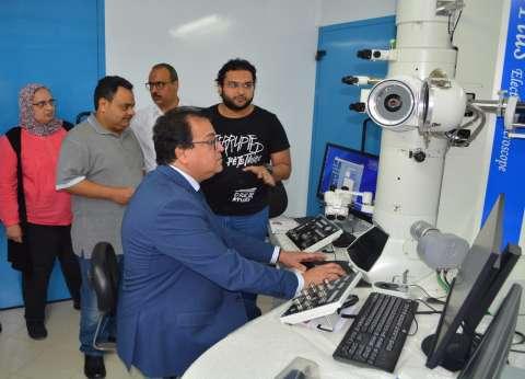 وزير التعليم العالي يتفقد مدينة الأبحاث العلمية ببرج العرب