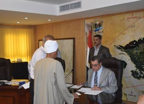 """محافظ الفيوم يكلف المسؤولين بحل مشكلة مياه الشرب في """"بحر أبو المير"""""""