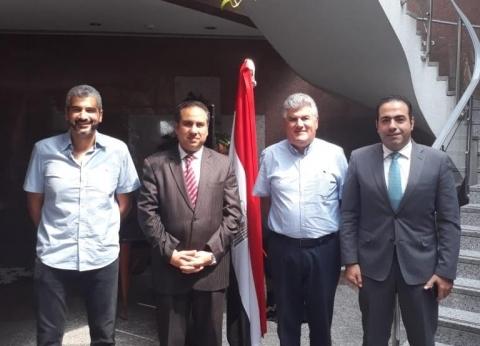 عبدالحكيم عبدالناصر يدلي بصوته في الاستفتاء بدبي