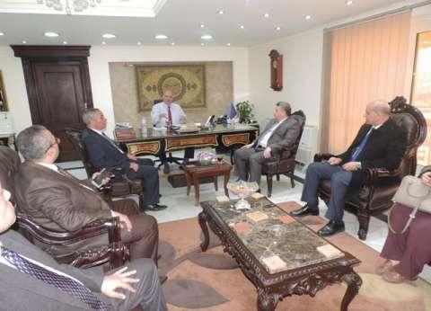 رئيس جامة بنها يهنئ مدير أمن القليوبية الجديد في مكتبه