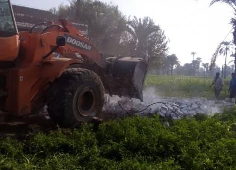 إزالة 13 حالة تعد على الأرض الزراعية بمغاغة