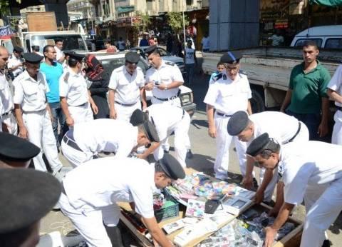 أمن القاهرة يشن حملة مكبرة لرفع إشغالات الباعة الجائلين في العتبة