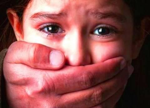 معلمة تتهم بائعا متجولا بالتحرش بطفلتها في الخصوص