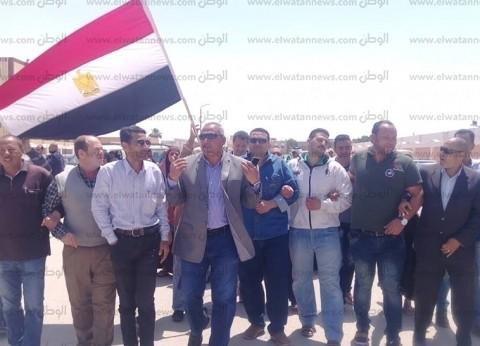 رئيس مدينة رأس سدر يقود مسيرة للمشاركة في الاستفتاء على تعديل الدستور