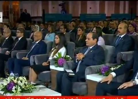"""السيسي: المنظومة في الدولة المصرية """"مش ماشية"""""""