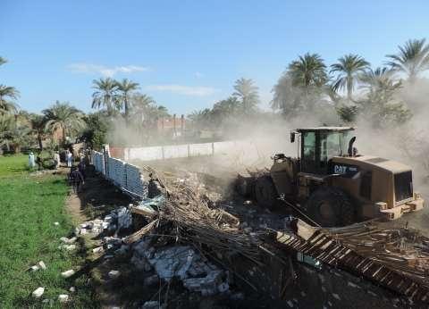 إزالة 10 حالات تعدِ بالبناء على أراضي زراعية في العيد بالفيوم