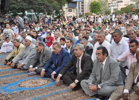 محافظ الجيزة يؤدي صلاة العيد بساحة مسجد مصطفى محمود