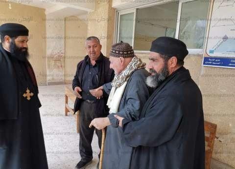 رجال الدين يتسابقون على مساعدة كبار السن للاستفتاء في الدقهلية