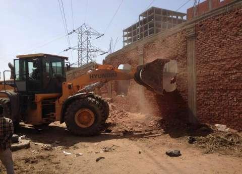 إزالة 30 حالة تعد بالبناء المخالف في حي شرق شبرا الخيمة