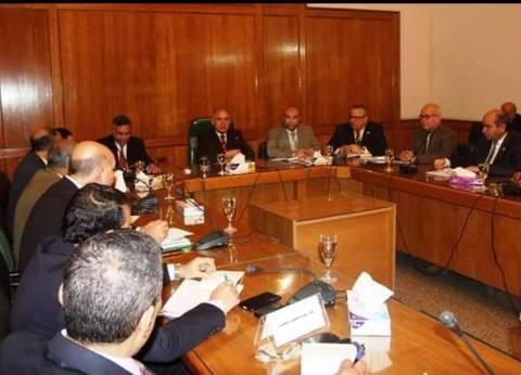 وزير الري يناقش التنسيق بين قطاعات الوزارة لمواجهة التحديات المائية
