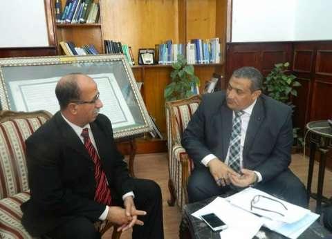 نائب محافظ القاهرة يطالب رئيس حي الزيتون بالتصدي لأي فساد أو تلاعب