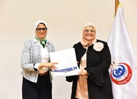 الوزارات تحتفل بـ«عيد الأم» برحلات حج وشهادات تقدير ومبالغ مالية